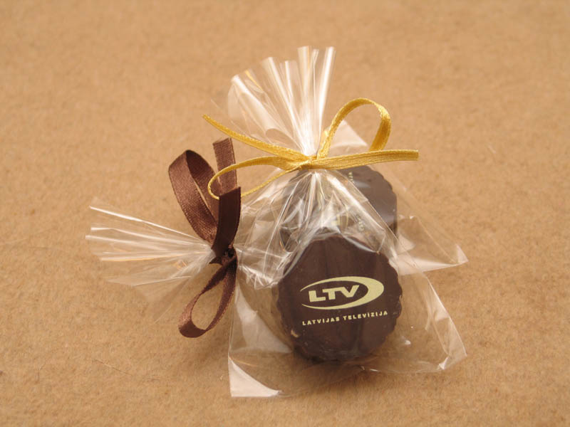 Chocolate Gifts - Praline with Hazel Nut Cream Filling in a polybag with Ribbon, 13g